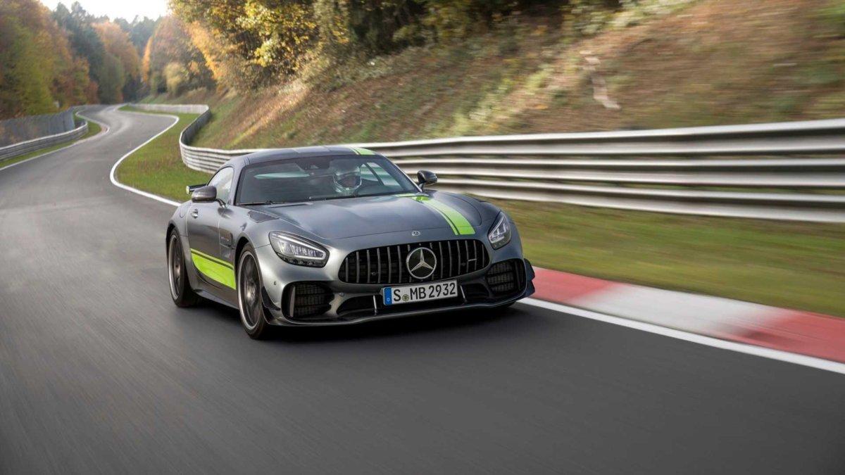 Mercedes-AMG GT R Pro render versione assetto ribassato