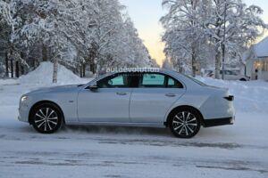 Mercedes Classe E 2020 primi test invernali foto spia