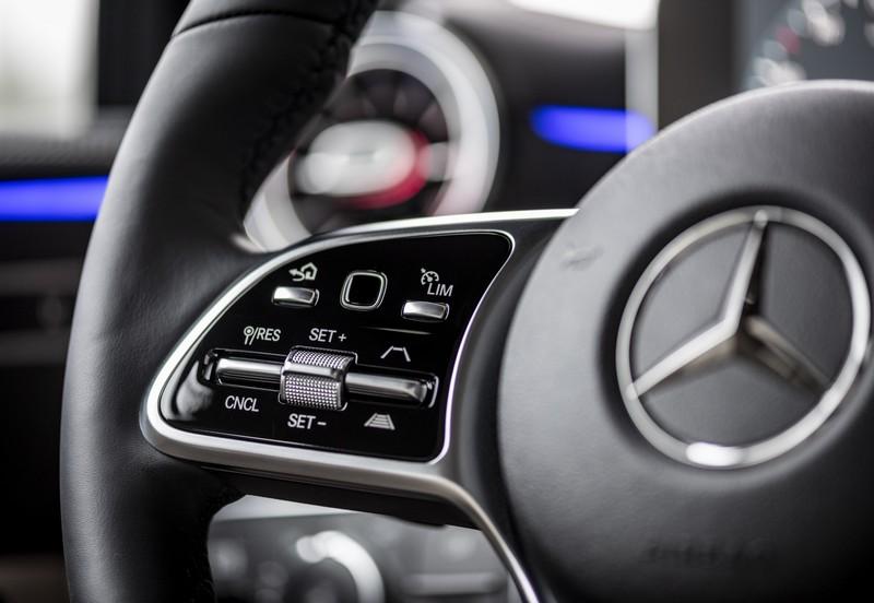 Comandi Al Volante di Mercedes Classe-A 2018 Mbux Display