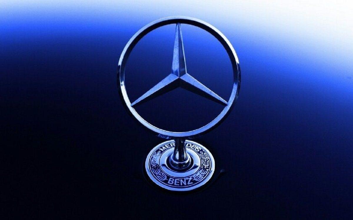 Mercedes lavora suoni artificiali