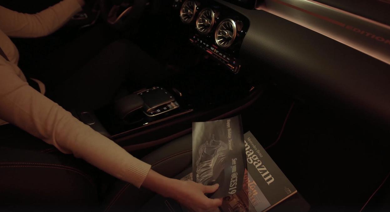 Nuova Mercedes CLA teaser luce cortesia