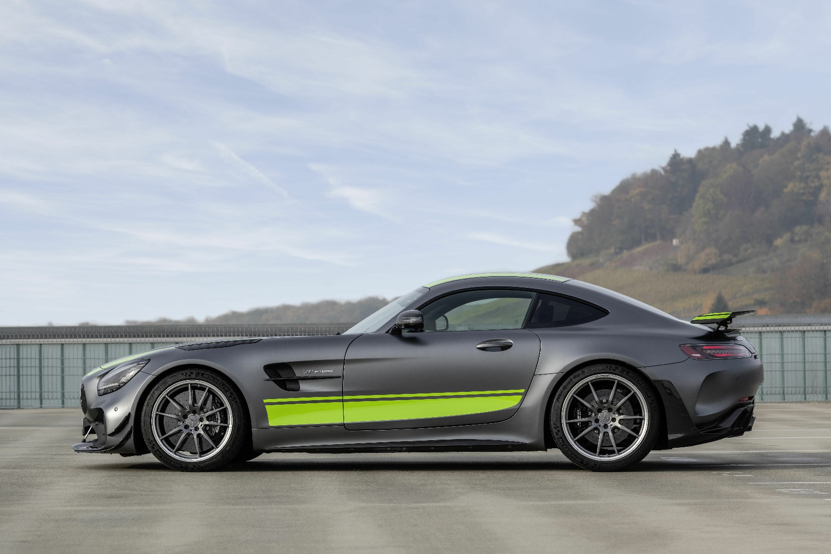 Mercedes AMG-GT R Pro prezzi specifiche UK