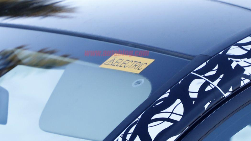 Mercedes EQB foto spia GLB elettrico