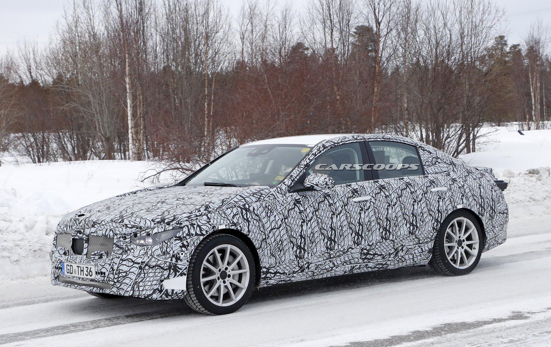 Nuova Mercedes Classe C ibrida plug-in foto spia
