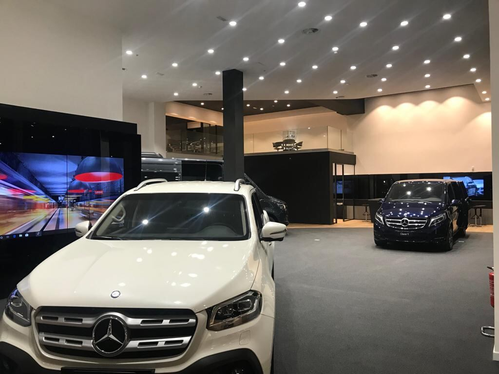 Mercedes nuova sede Vans Truck Roma
