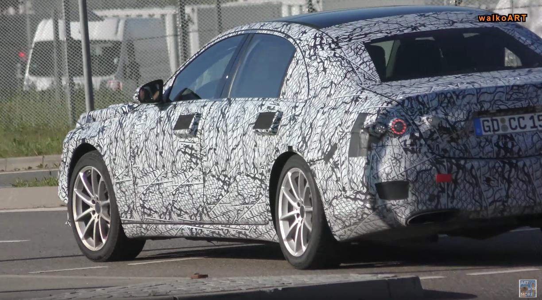 Nuova Mercedes Classe S foto spia display