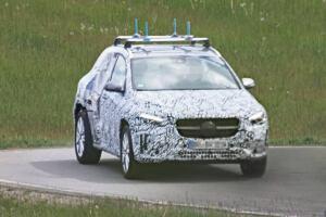Nuovo Mercedes GLA foto spia