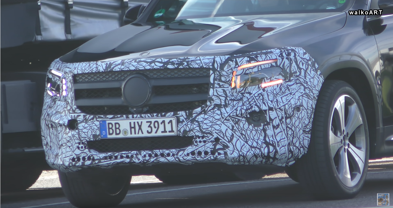 Nuovo Mercedes GLB strade Germania