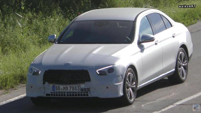 Mercedes Classe E 2020 berlina foto spia