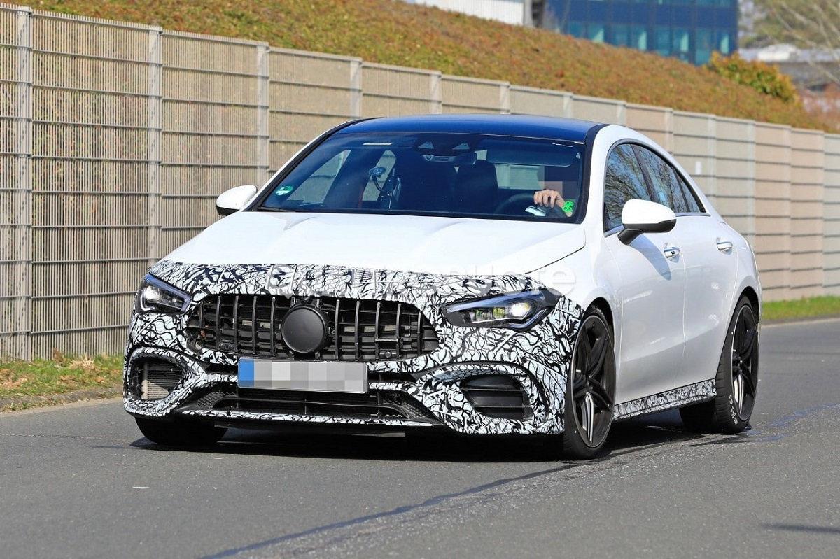 Nuova Mercedes-AMG CLA 45 foto spia