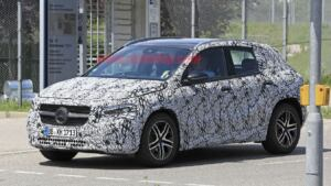 Nuovo Mercedes GLA foto spia Stoccarda