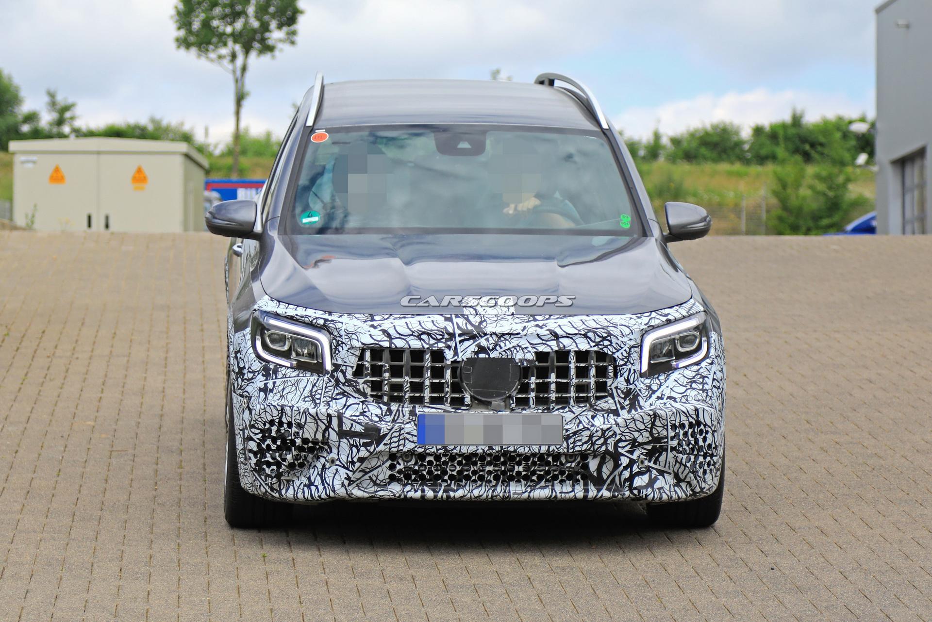 Nuovo Mercedes-AMG GLB 45 foto spia