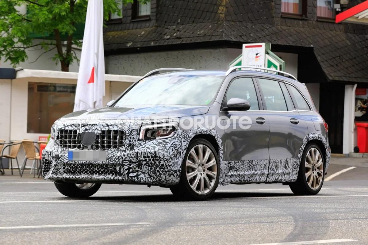 Mercedes-AMG GLB 45 foto spia