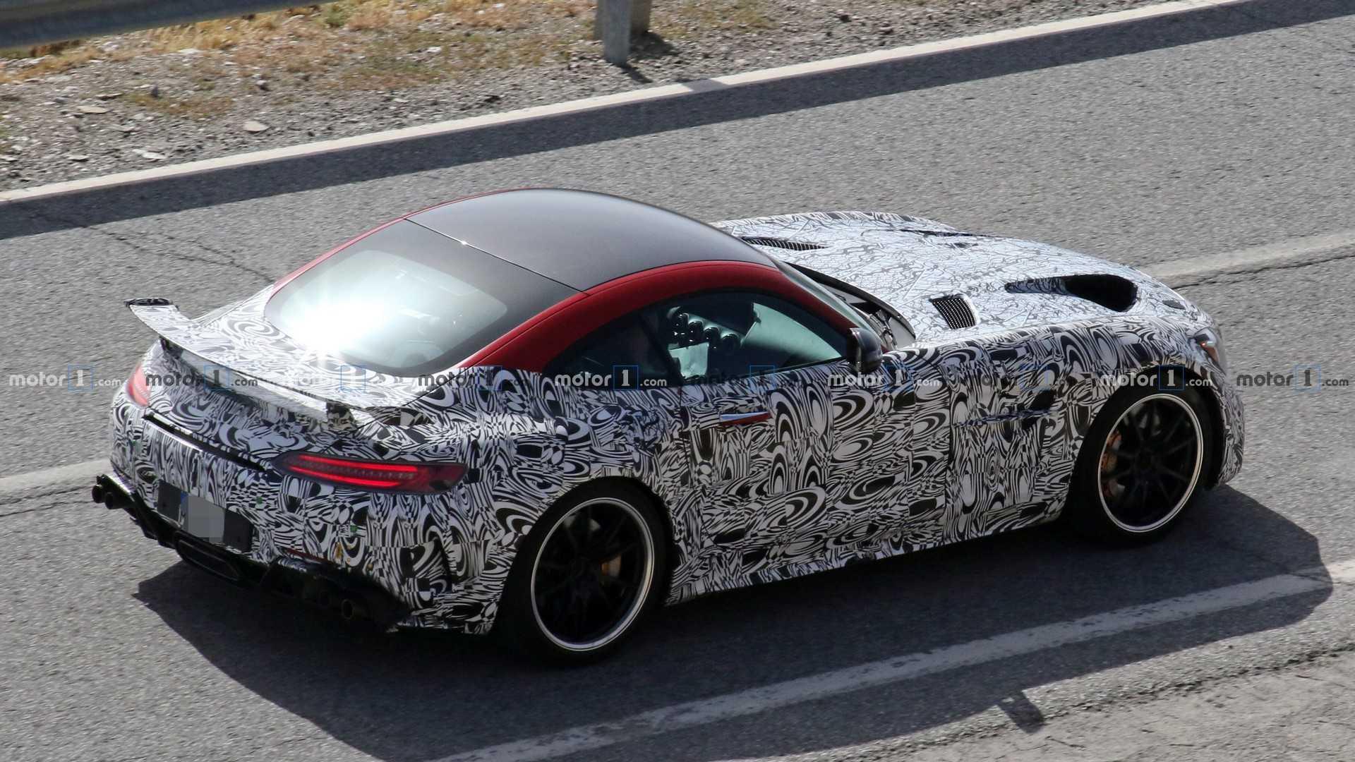Nuova Mercedes-AMG GT R Black Series prototipo foto spia