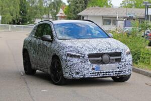 Nuovo Mercedes-AMG GLA 35 foto spia