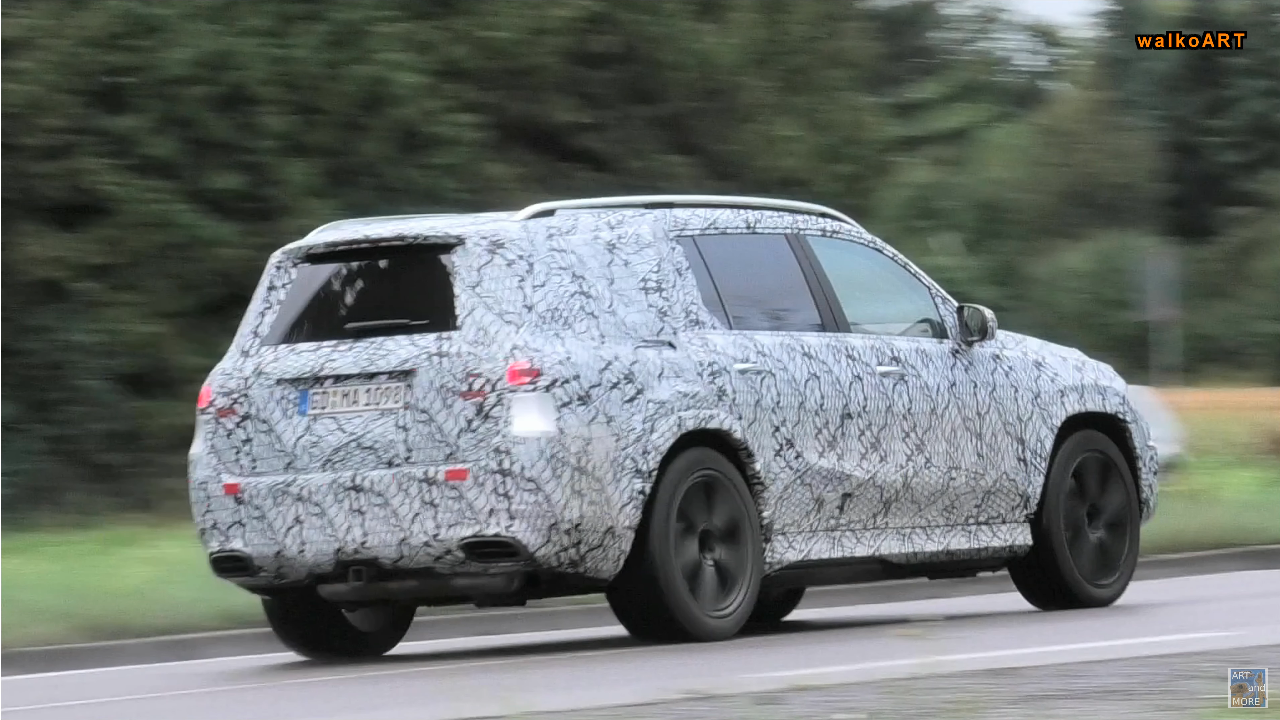 Nuovo Mercedes-Maybach GLS foto spia