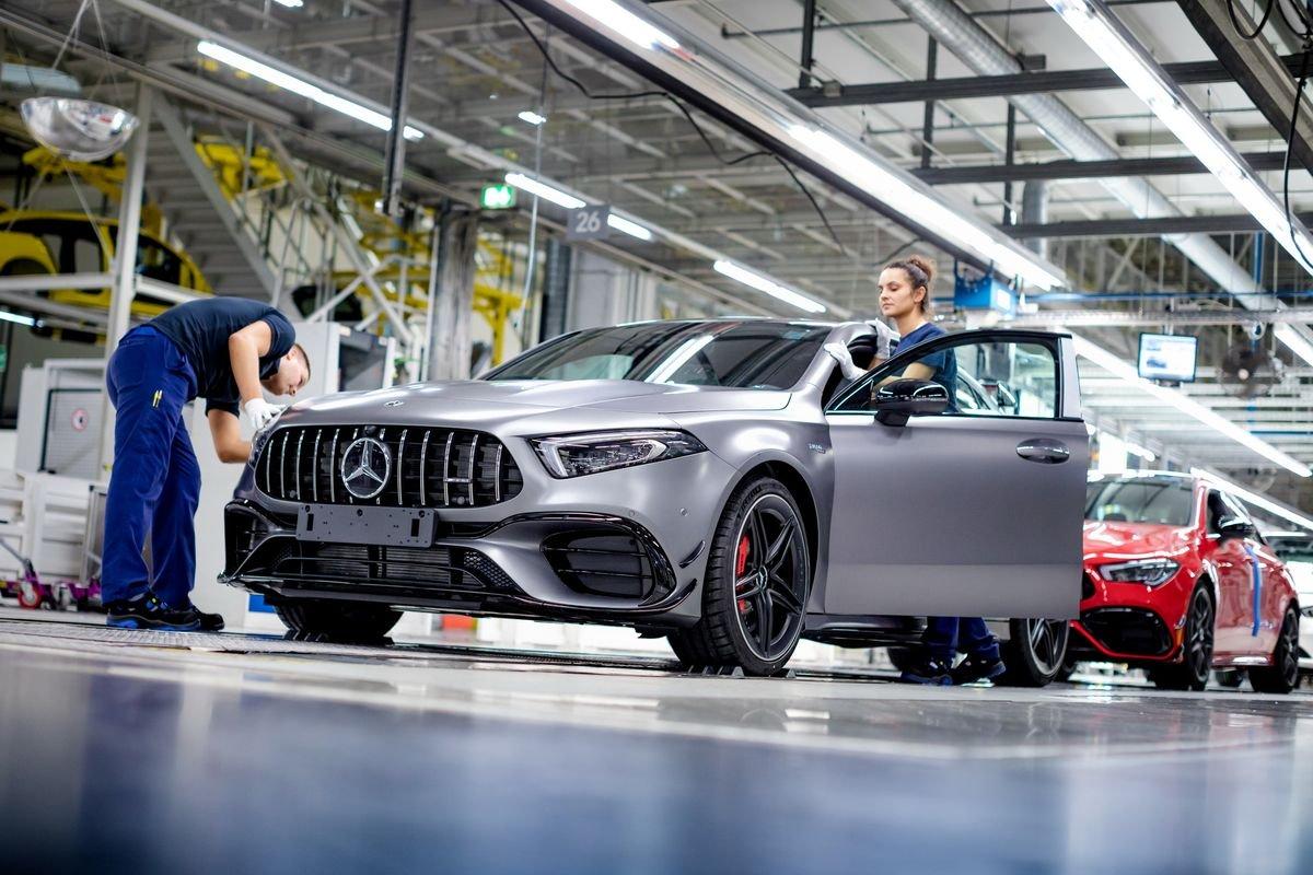 Mercedes avvia la produzione delle nuove Mercedes-AMG A 45 e CLA 45