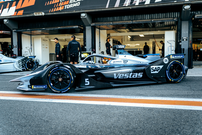 Mercedes EQ Silver Arrow 01: completati i test sul circuito di Valencia