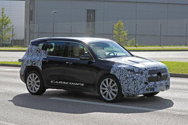 Nuovo Mercedes EQB foto spia