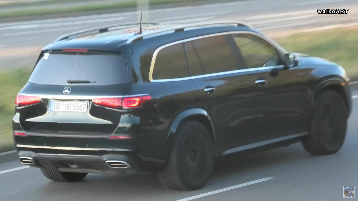 Nuovo Mercedes-Maybach GLS: due prototipi si mostrano in video sulle strade tedesche