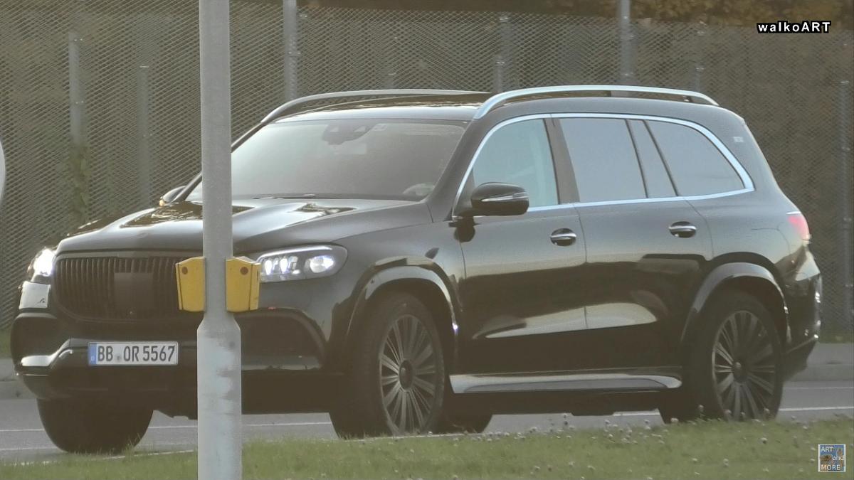 Nuovo Mercedes-Maybach GLS foto spia