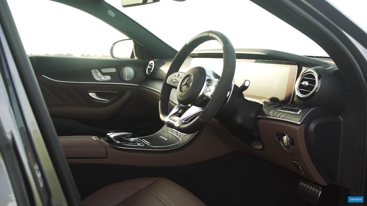 Mercedes-AMG E 63 S Wagon messa a confronto in una drag race con una Panamera Turbo S ibrida