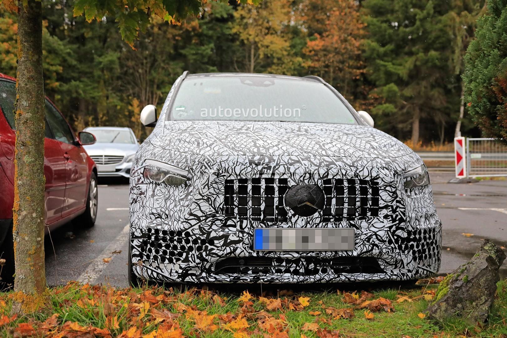 Mercedes-AMG GLA 45 2021: nuove foto spia rivelano gli interni