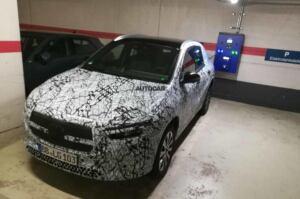 Mercedes EQA prototipo foto spia