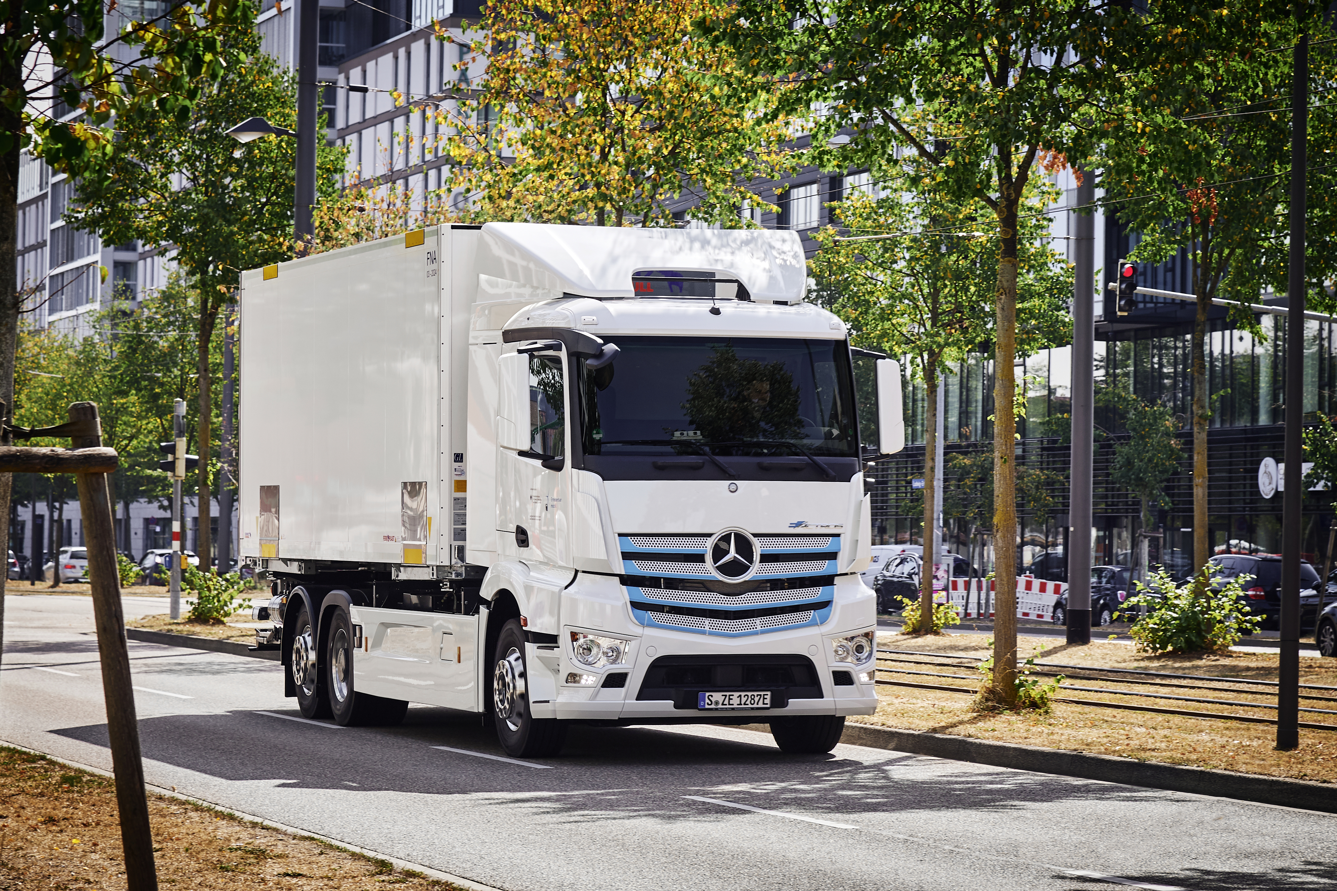 Mercedes eActros test