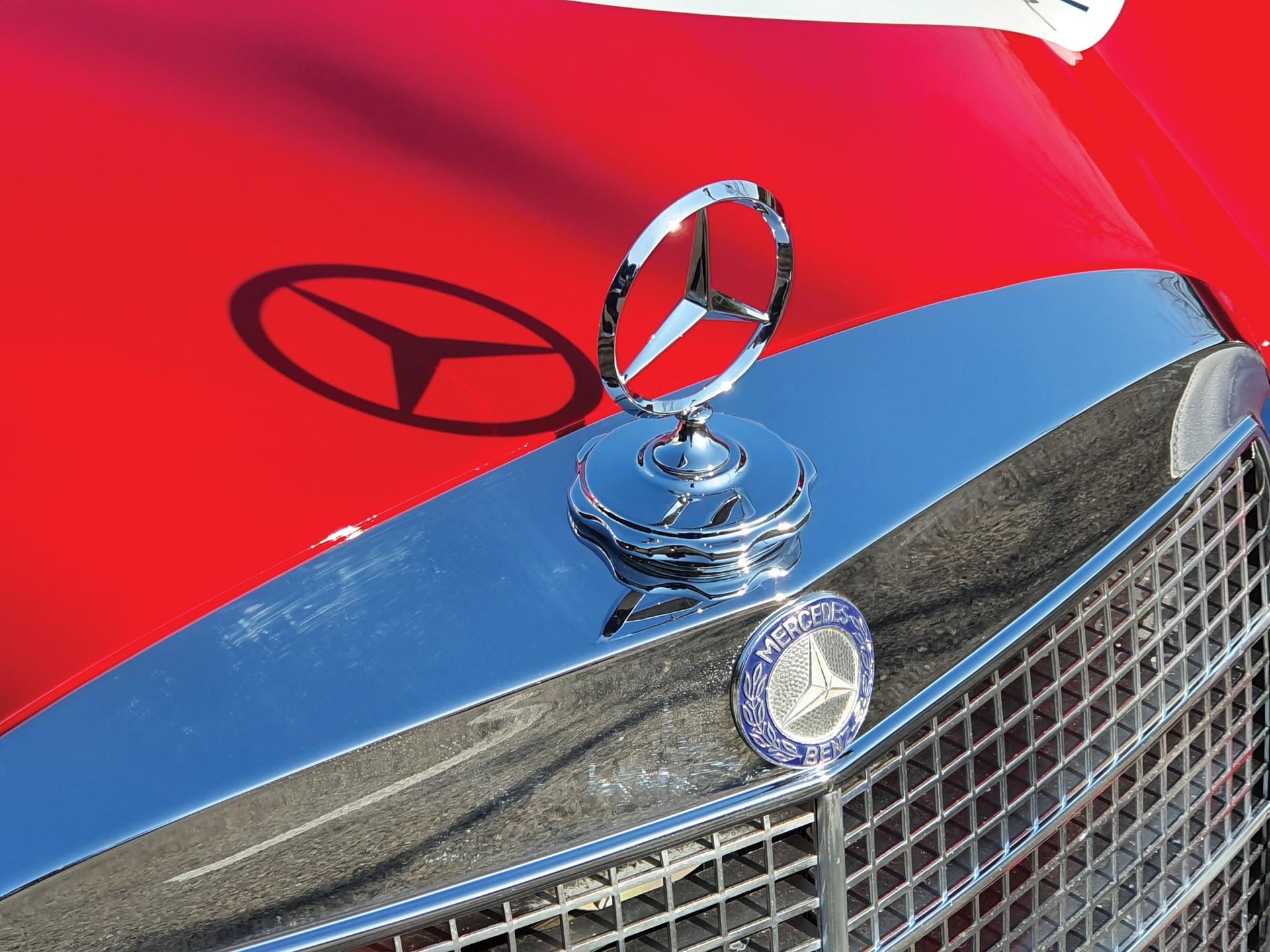 Mercedes-Benz 300 SEL 6.3 Red Pig Replica asta