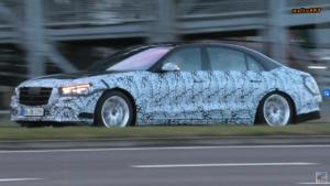 Mercedes Classe S 2021 poco camuffamento foto spia