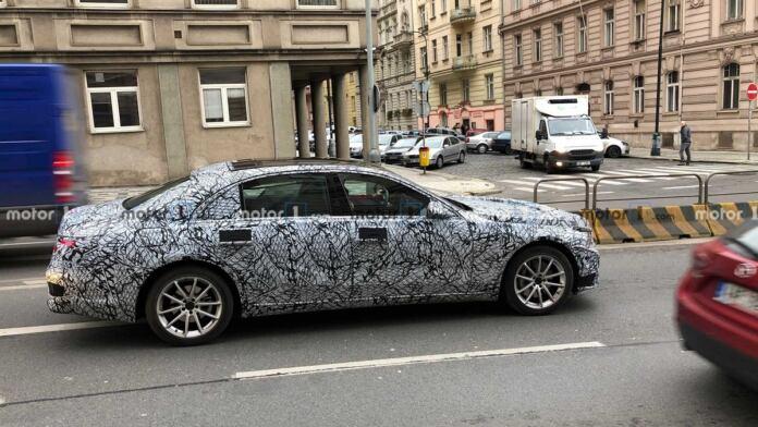 Nuova Mercedes Classe S foto spia Praga