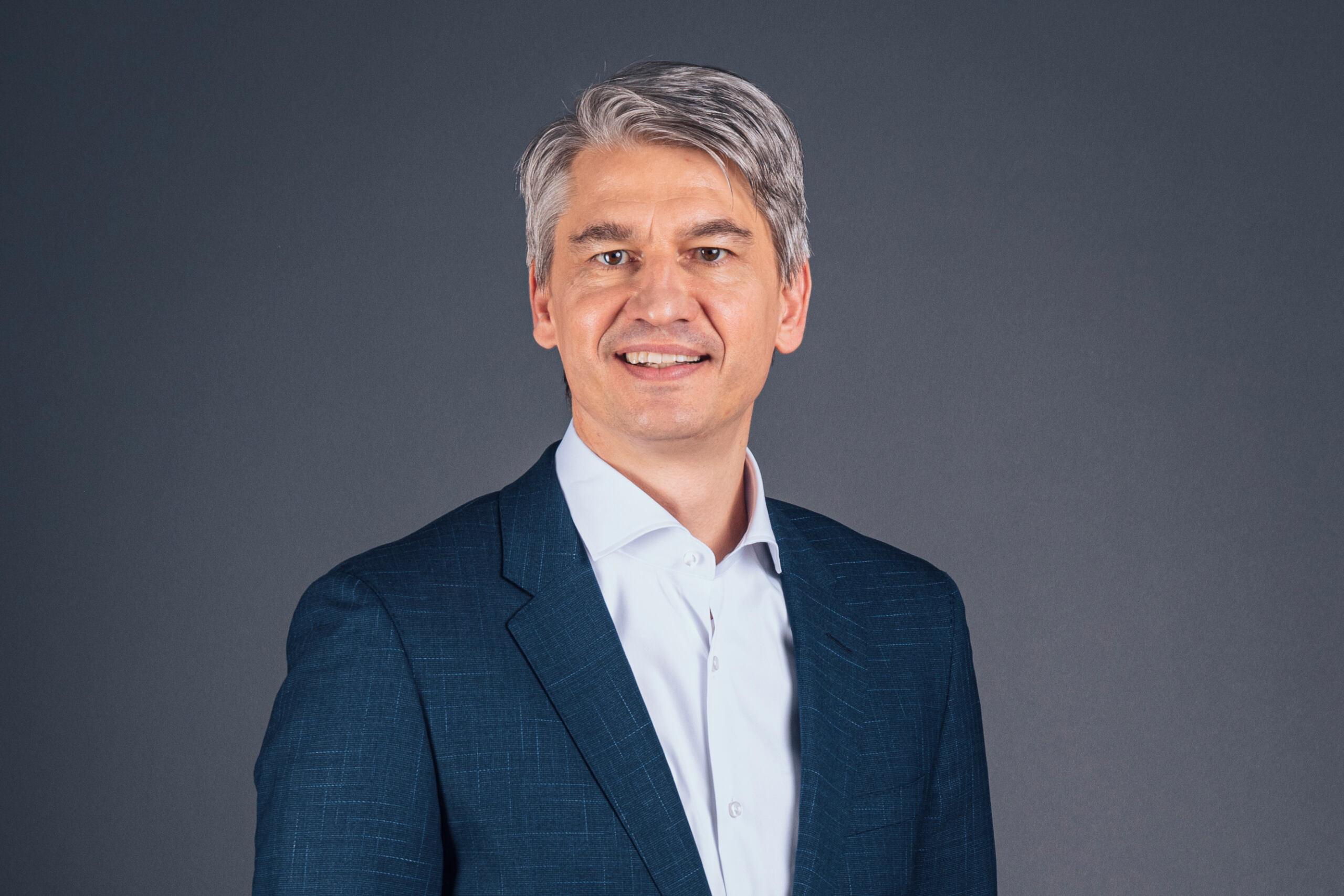 Benedikt Schell Mercedes-Benz Bank
