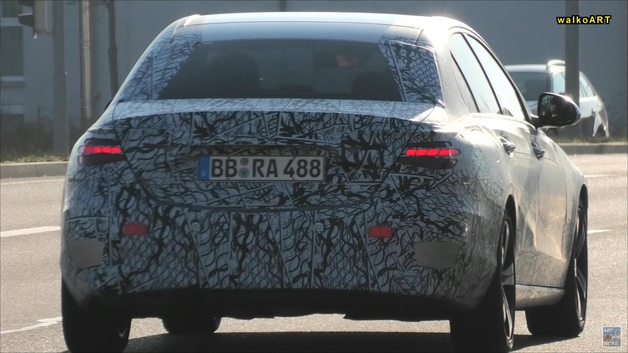 Mercedes Classe C 2021 traffico foto spia