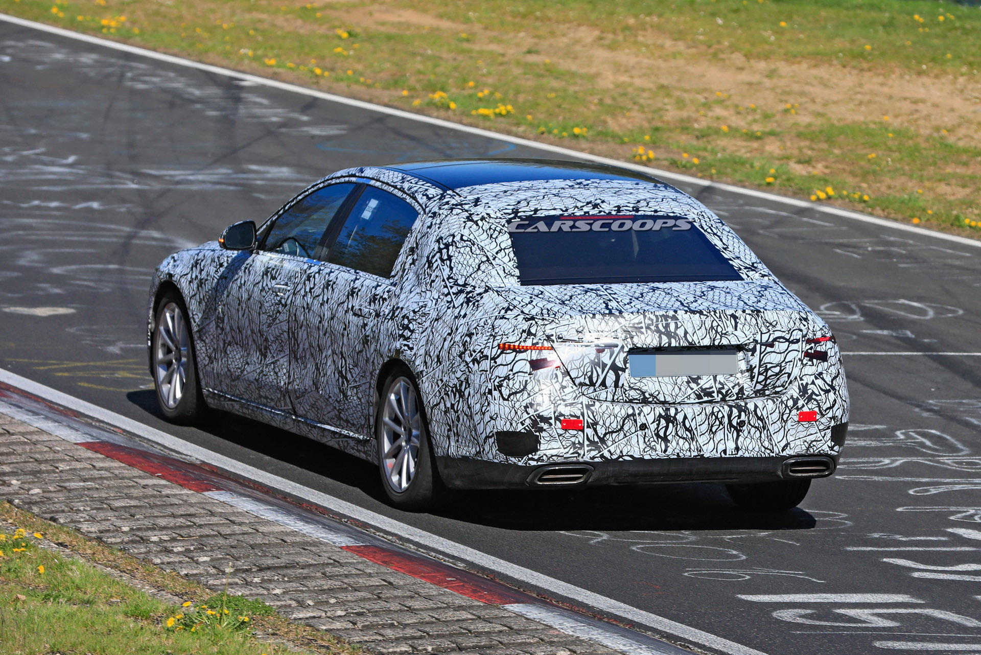 Mercedes-Maybach Classe S 2021 Nurburgring foto spia