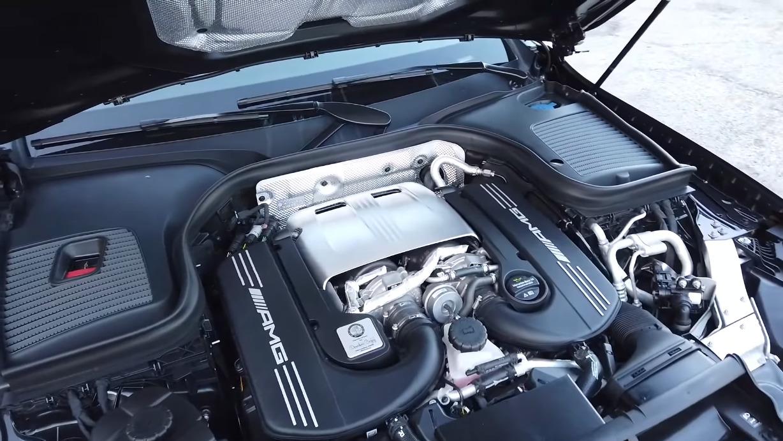 Mercedes-AMG GLC 63 S Coupé TheSmokingTire