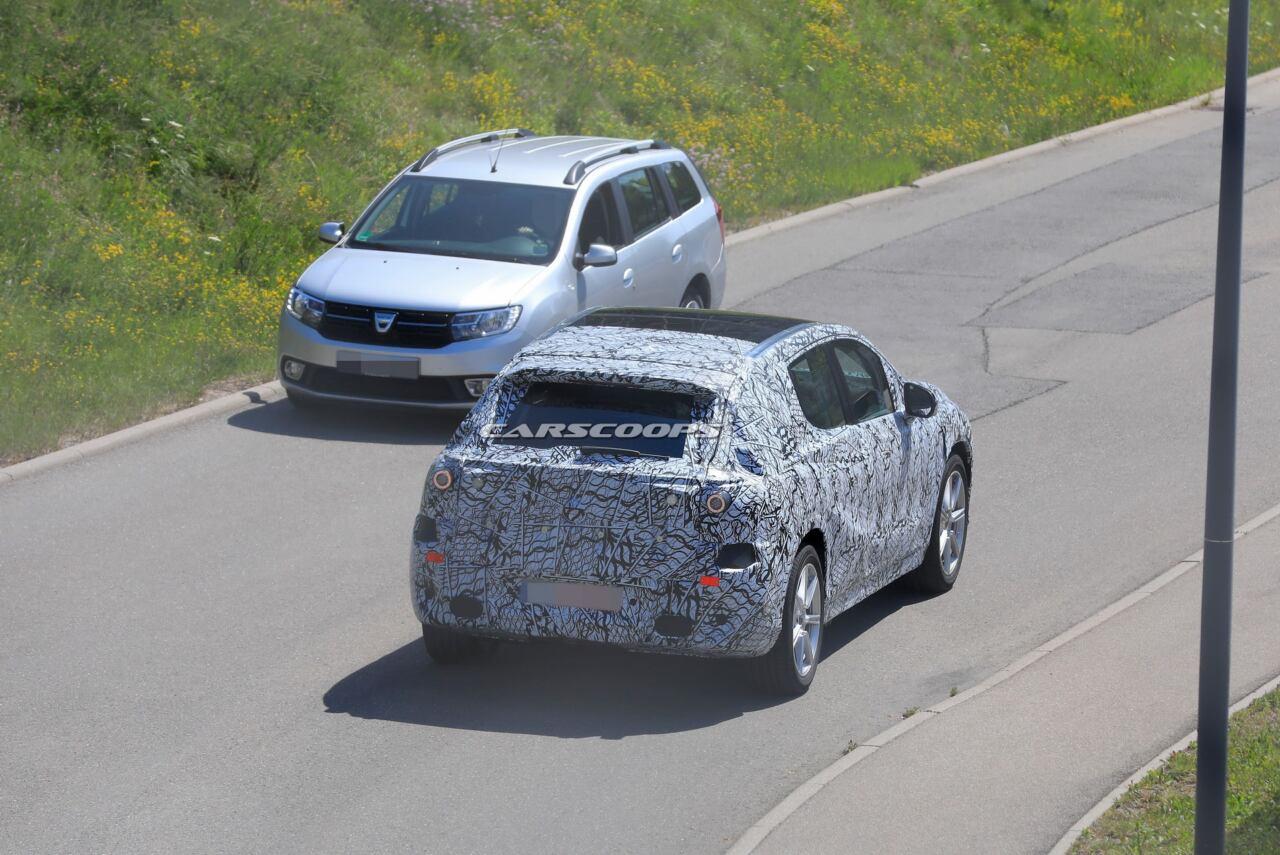 Mercedes EQ nuovo crossover elettrico foto