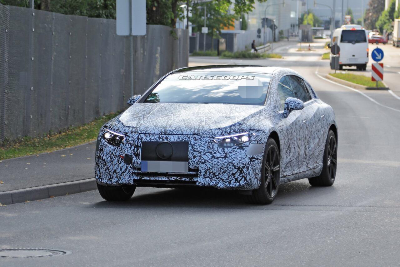 Mercedes EQS foto spia meno camuffamento