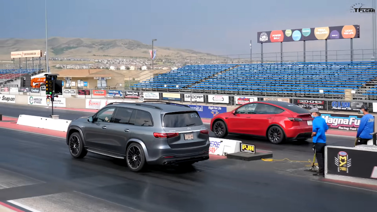 Mercedes-AMG GLS 63 S vs Tesla Model Y Performance drag race