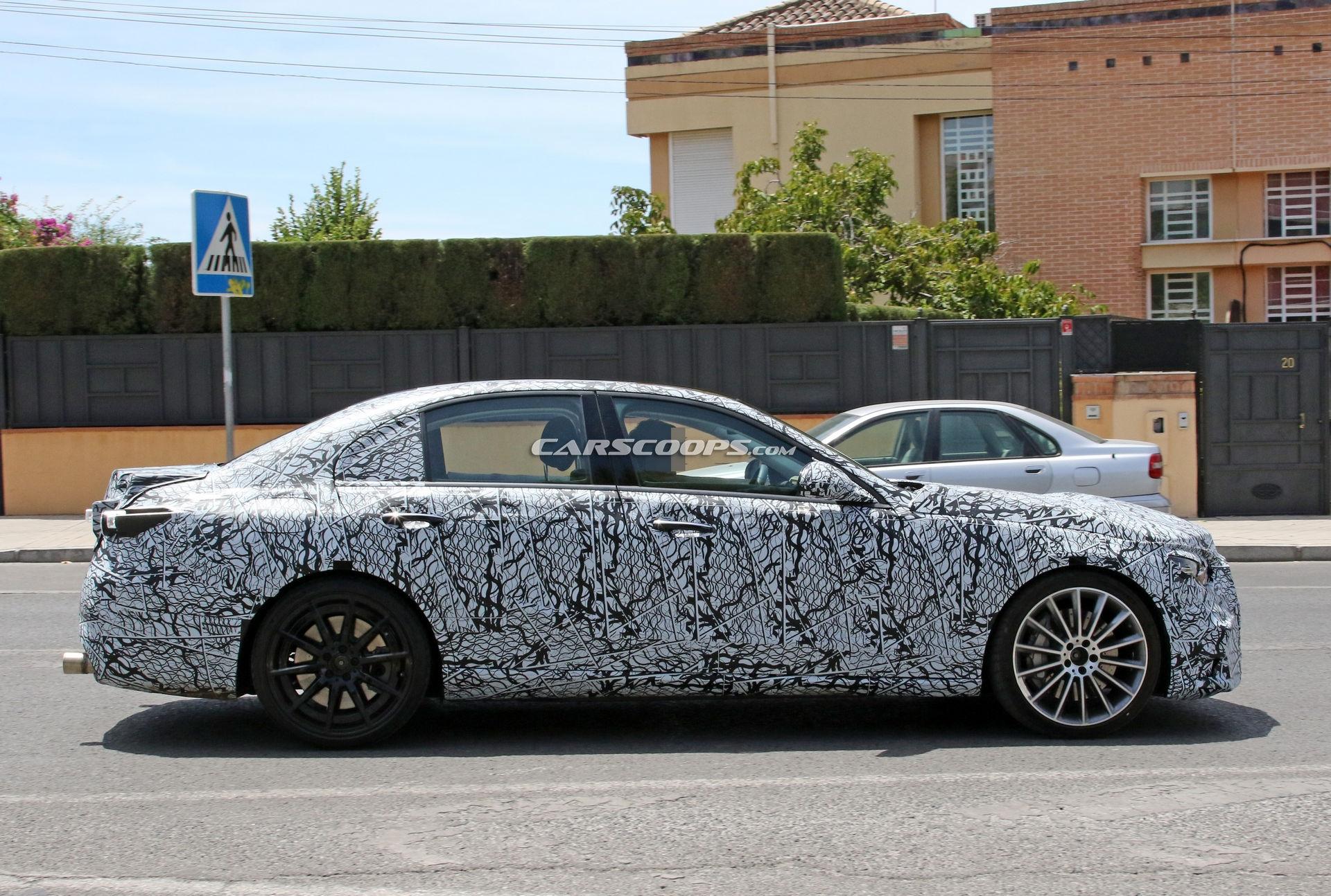 Nuova Mercedes-AMG C 53 foto spia