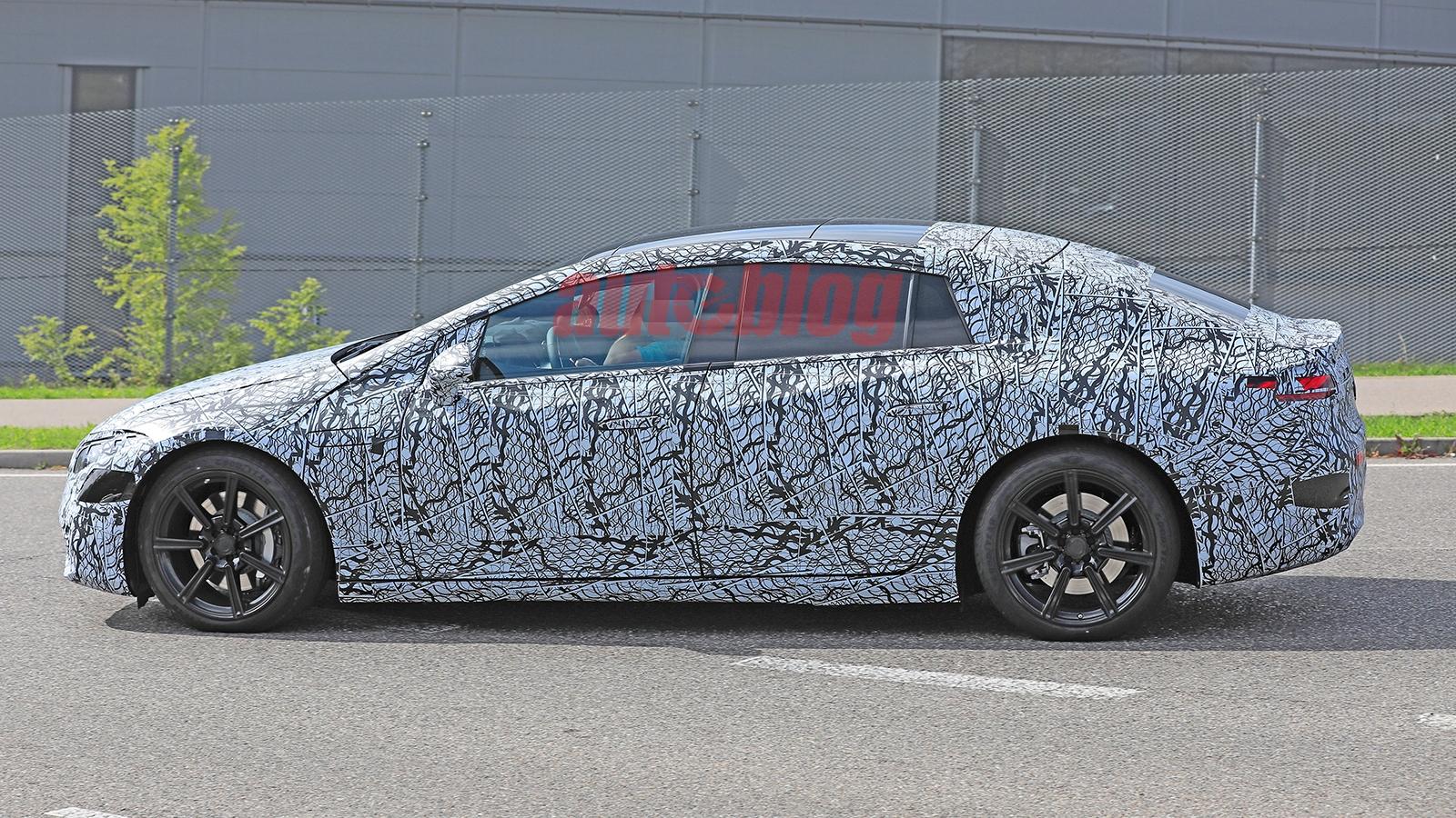 Mercedes EQS nuove foto spia interni