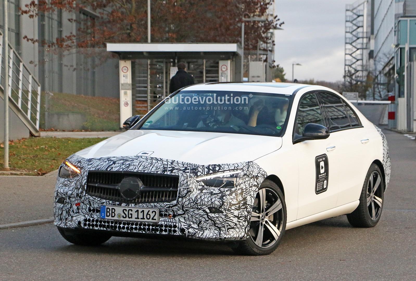 Mercedes Classe C 2022 prototipo poco camuffamento
