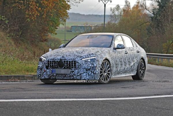 Nuova Mercedes-AMG C 43 foto spia