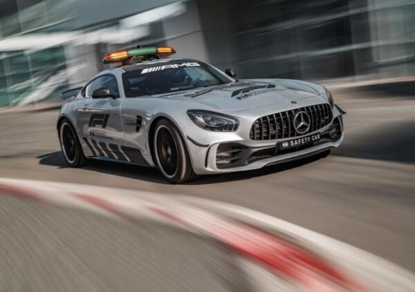 mercedes-amg-gt-r-2018-f1-safety-car-1