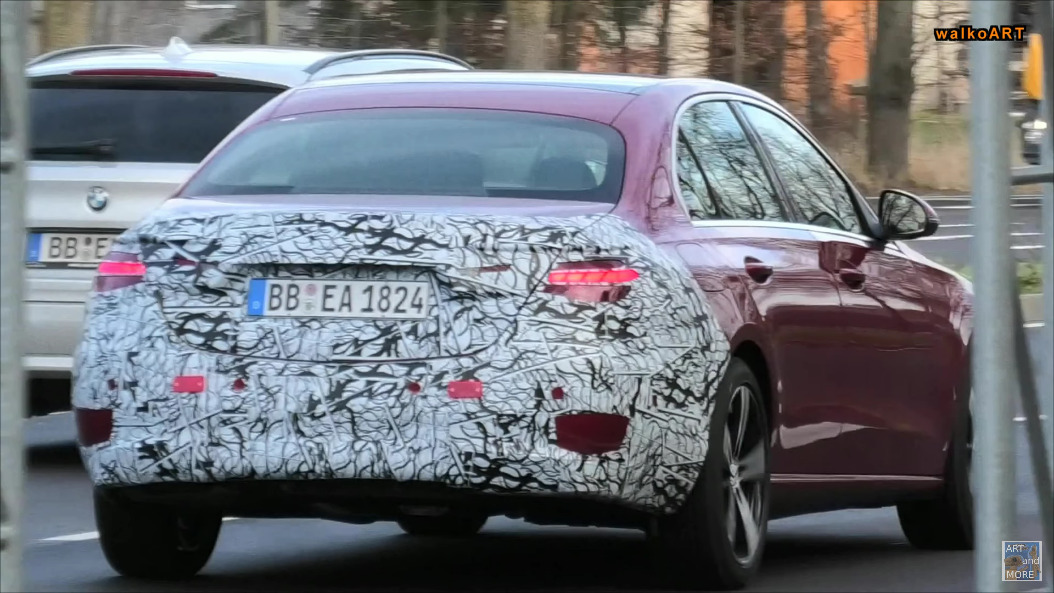 Mercedes Classe C 2022 prototipo rosso