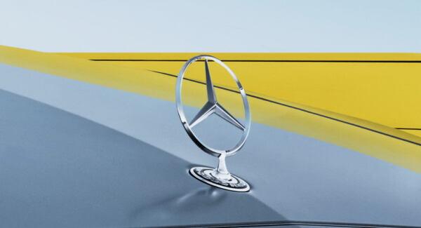 Mercedes Classe E 2021 stella a tre punte cofano