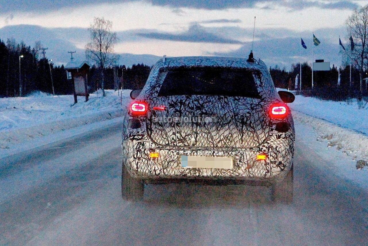 Mercedes EQA foto spia Circolo Polare Artico