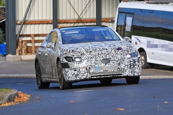 Mercedes EQE prototipo foto spia