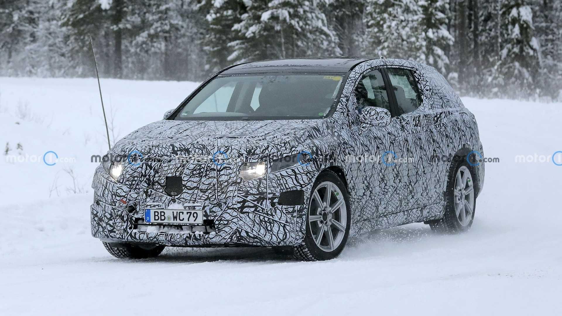 Mercedes EQS SUV neve foto spia