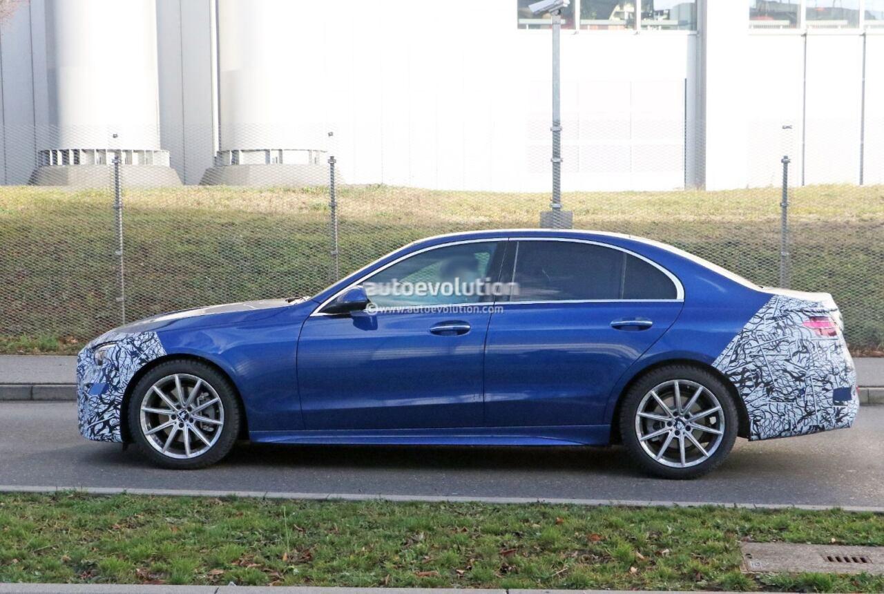 Nuova Mercedes Classe C prototipo blu